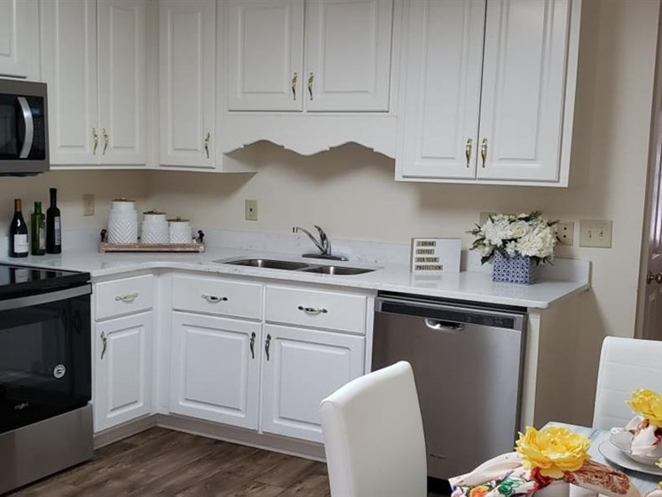 Fully Equipped Eat-In Kitchen at Savannah Court of Camilla, Camilla