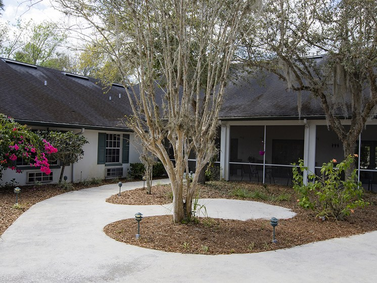 Courtyard With Trees at Savannah Court of Haines City, Florida