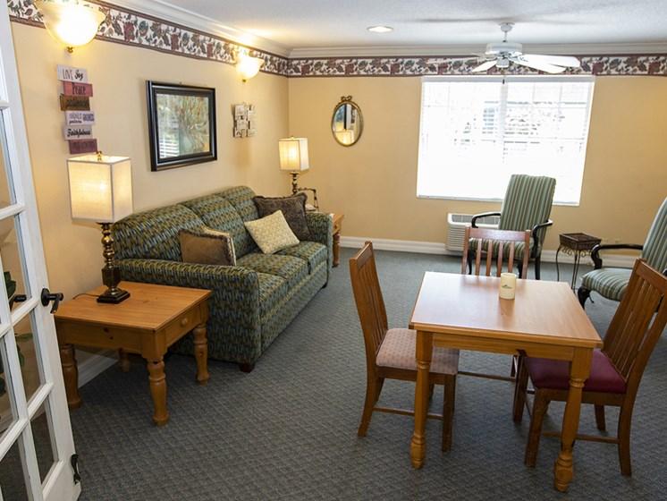 Social Lounge at Savannah Court of Lake Wales, Florida, 33853