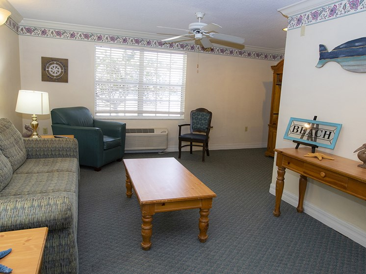 Resident Lounge at Savannah Court of Lake Wales, Lake Wales, FL