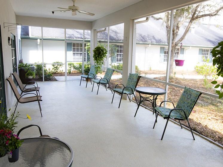 Outdoor Sitting Area at Savannah Court of Lake Wales, Lake Wales, 33853