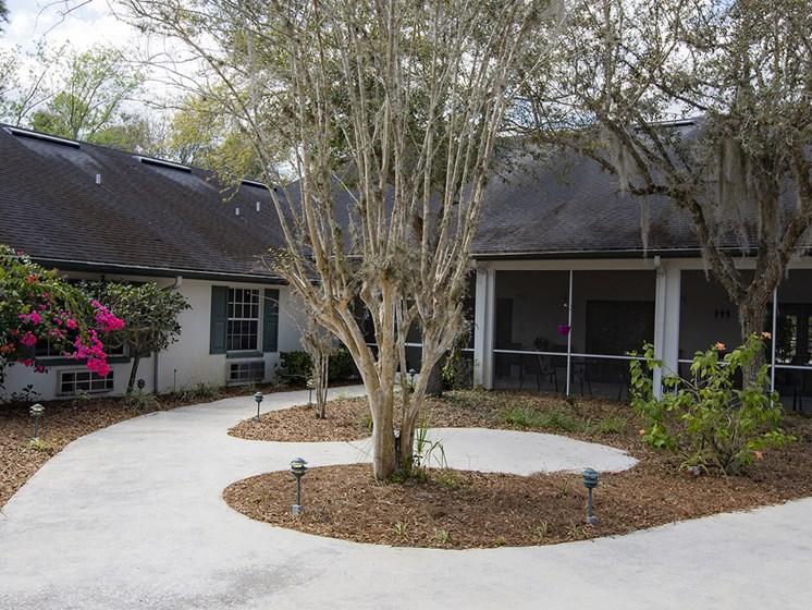Courtyard With Trees at Savannah Court of Lake Wales, Lake Wales, Florida