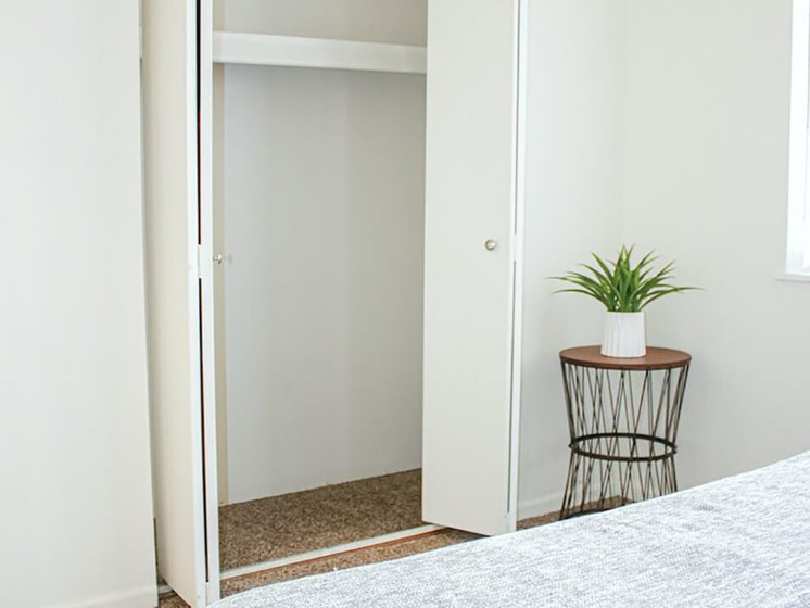 Rochester MN apartments with Walk in Closets