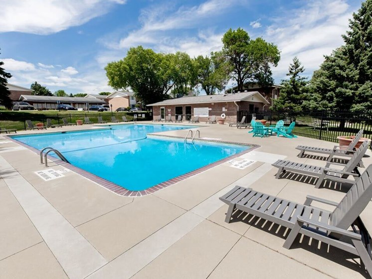 Rochester MN Apartments with two swimming pools