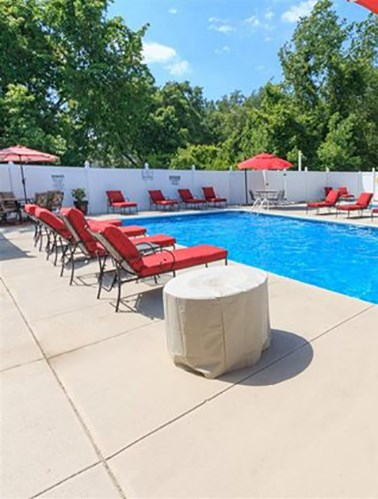 Evansville IN apartments with swimming pool