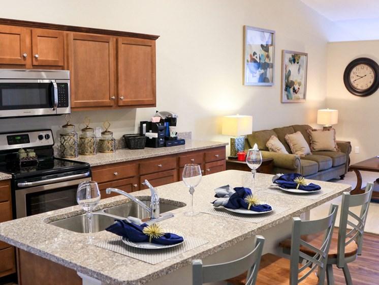Brownstown MI Apartment Rentals Redwood Peninsula Ridge Kitchen Island
