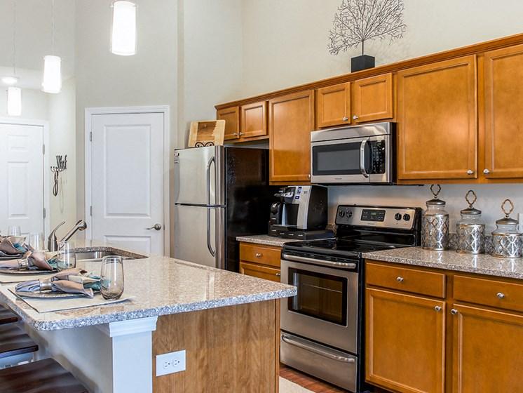 Brownstown MI Apartment Rentals Redwood Peninsula Ridge Kitchen