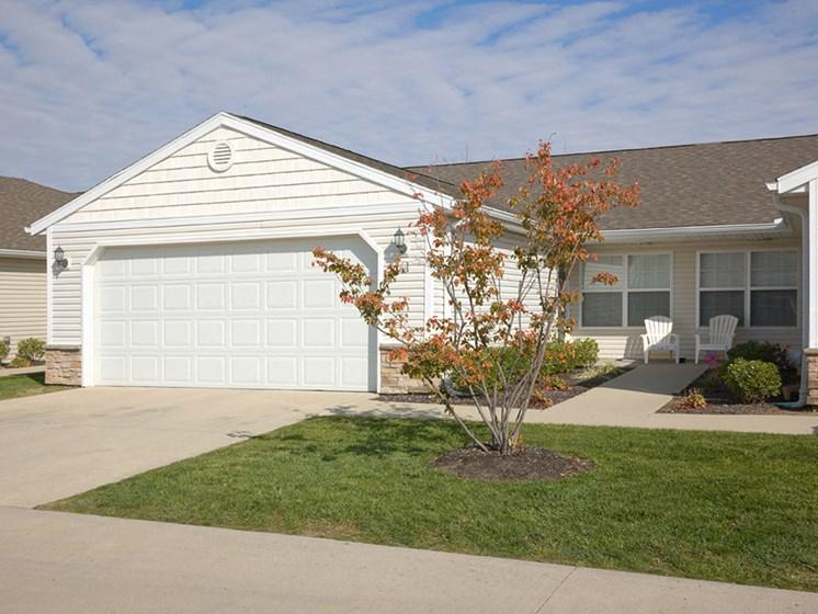 Brownsburg IN Apartment Rentals Redwood Elmwood Two Car Garage