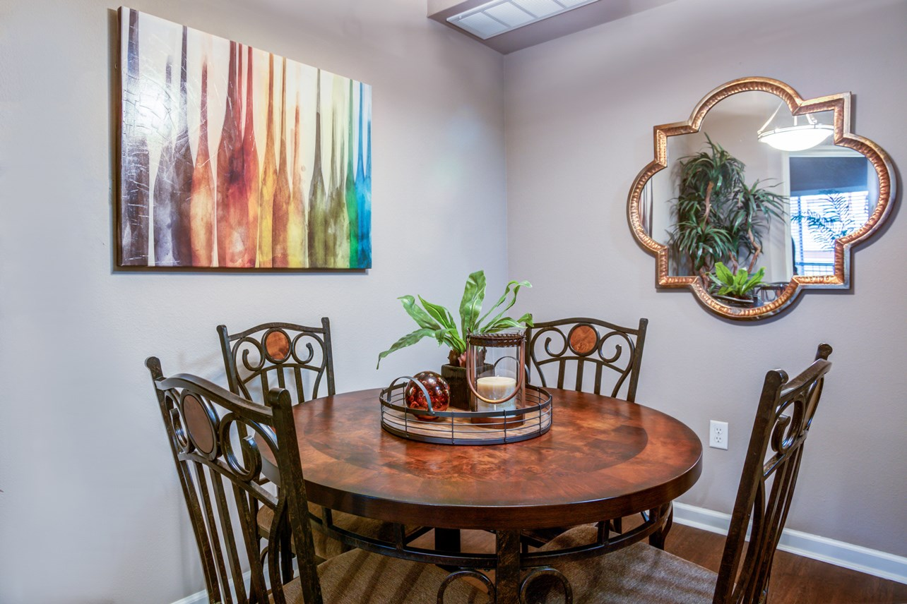 Dining Area at The Ranch at Pinnacle Point Apartments in Rogers, AR
