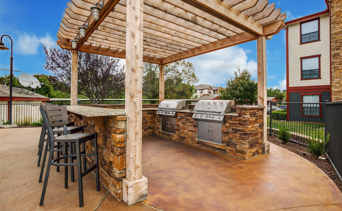 Grills at The Ranch at Pinnacle Point Apartments in Rogers, AR