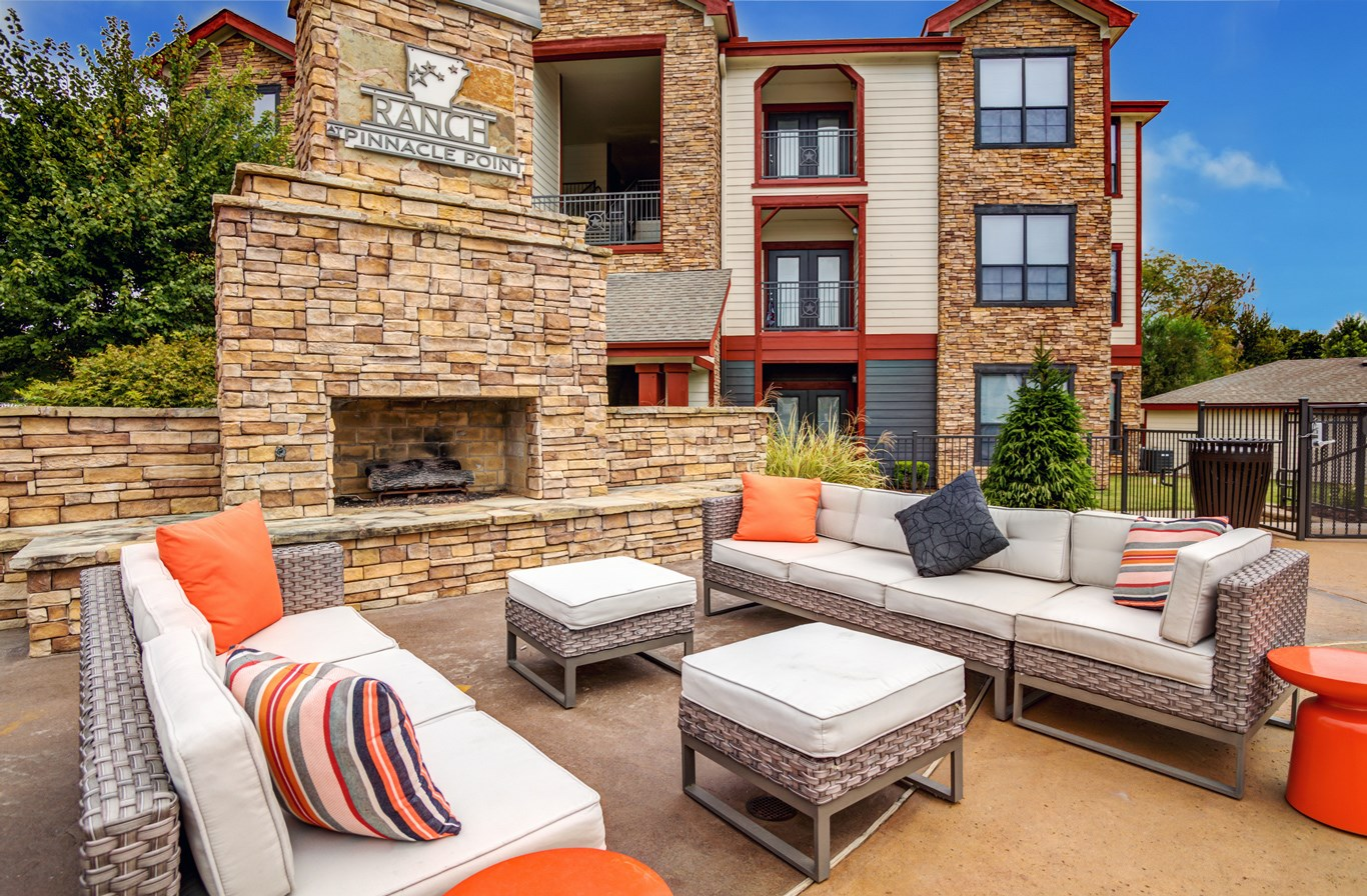 Outdoor Lounge at The Ranch at Pinnacle Point Apartments in Rogers, AR