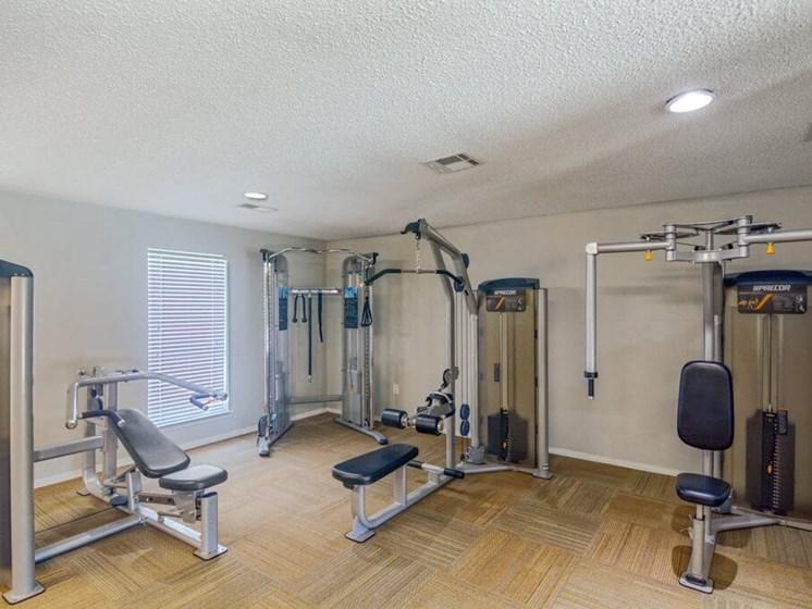 24 Hour fitness center at baton rouge la apartments