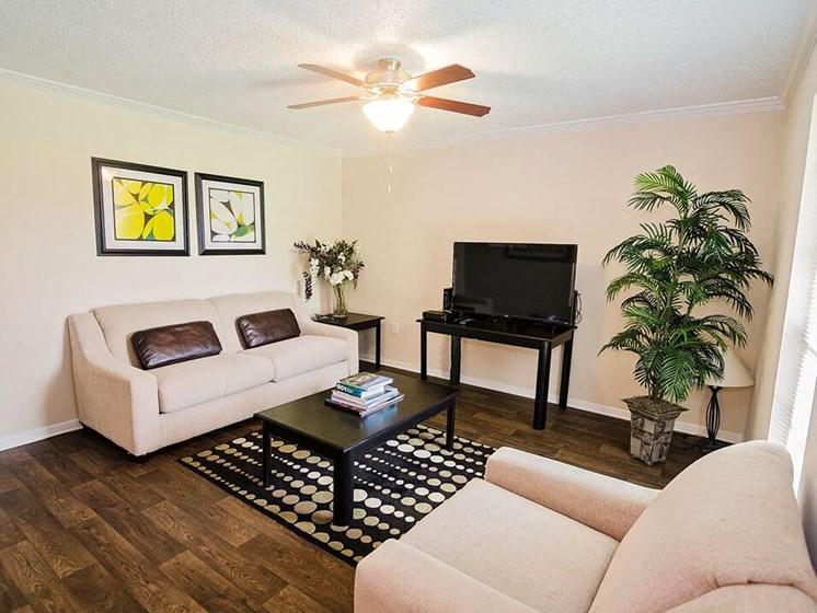 hardwood flooring in Baton Rouge apartments