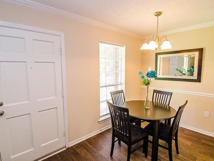 Dining room in Baton Rouge apartments