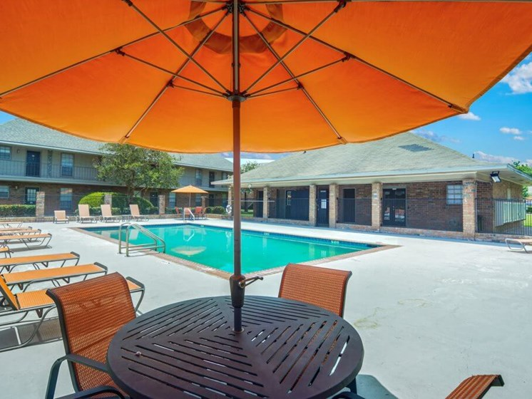 Baton Rouge Apartments with Sun Deck