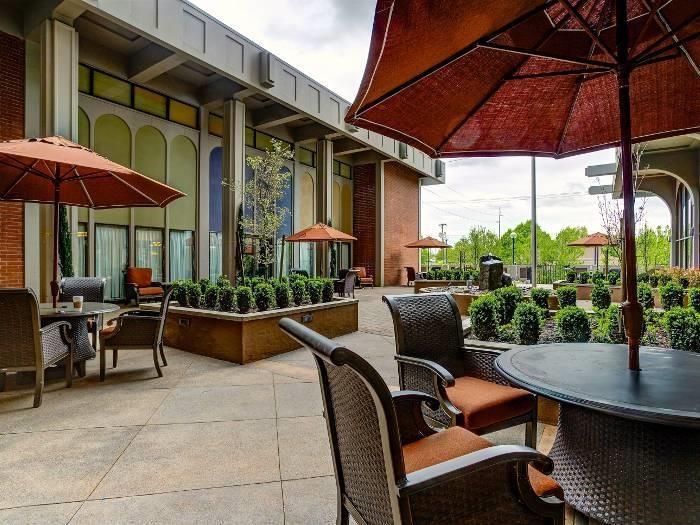 Courtyard Sitting With Umbrella Shades at Pacifica Senior Living Calaroga Terrace, Portland