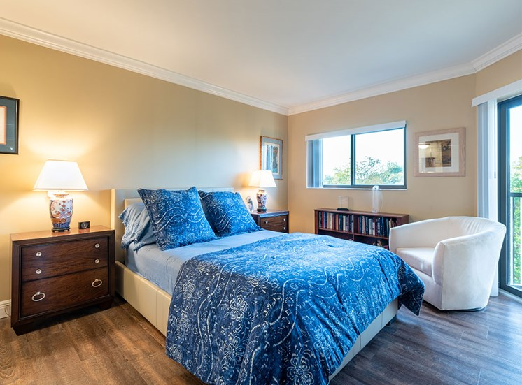 Spacious Bedroom With Comfortable Bed at Pacifica Senior Living Forest Trace, Lauderhill, 33319