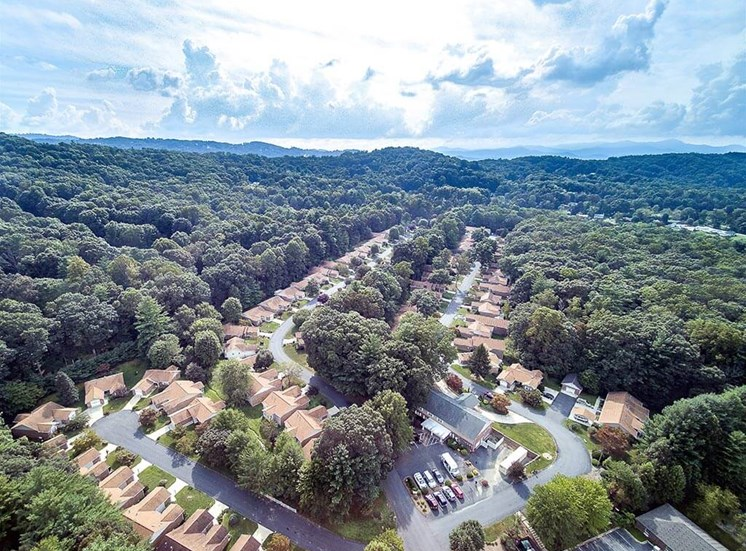 Aerial Independent Living Dining Room at Pacifica Senior Living Heritage Hills in Hendersonville, North Carolina