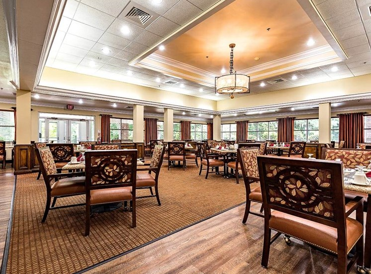 Join Friends in the Dining Room for Community Meals at Pacifica Senior Living Heritage Hills in Hendersonville, North Carolina