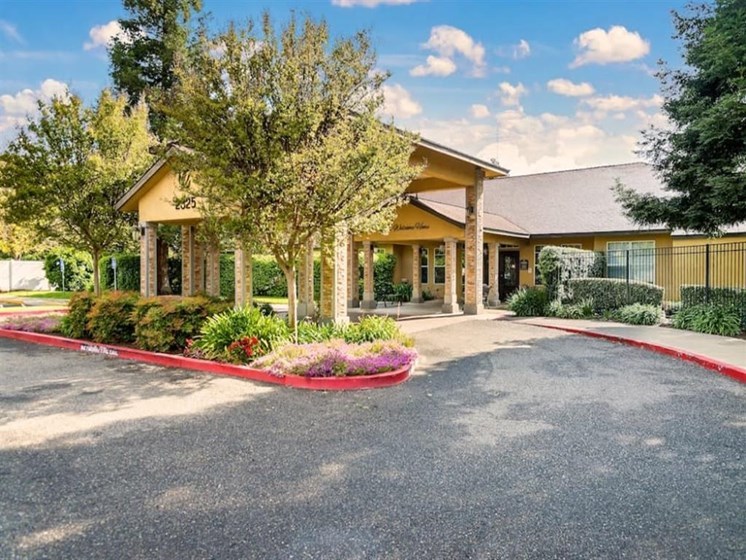 Planned Outdoor Activities and Events at Pacifica Senior Living Modesto, Modesto, CA, 95355