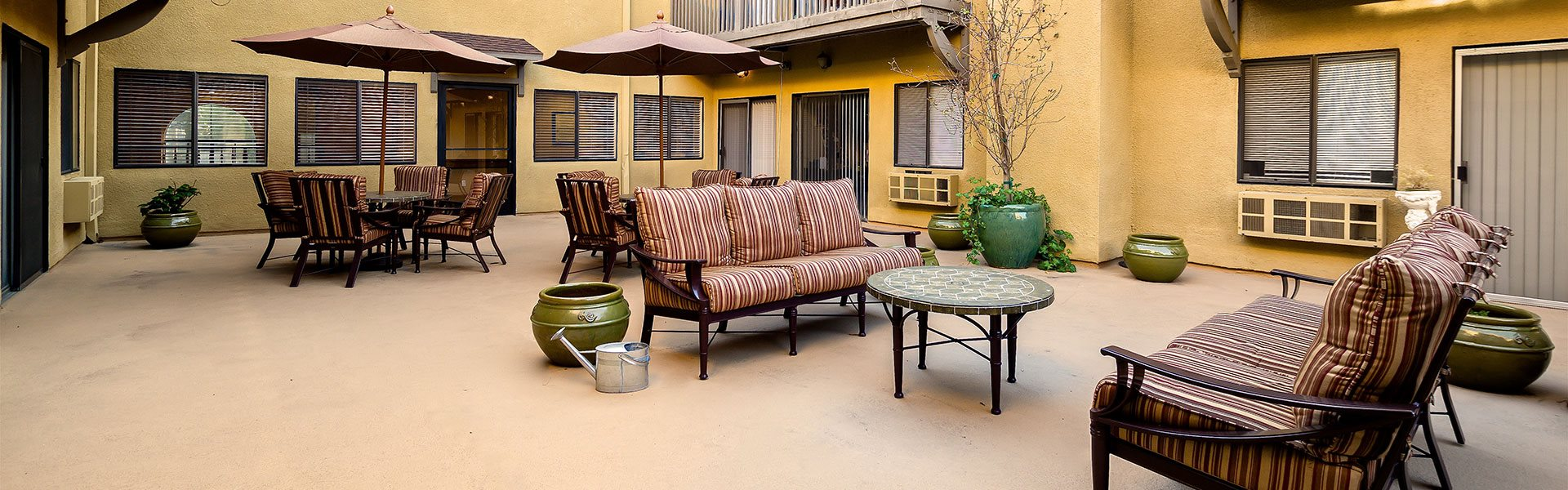 Sun Porch Courtyard at Pacifica Senior Living Santa Clarita, Newhall, California