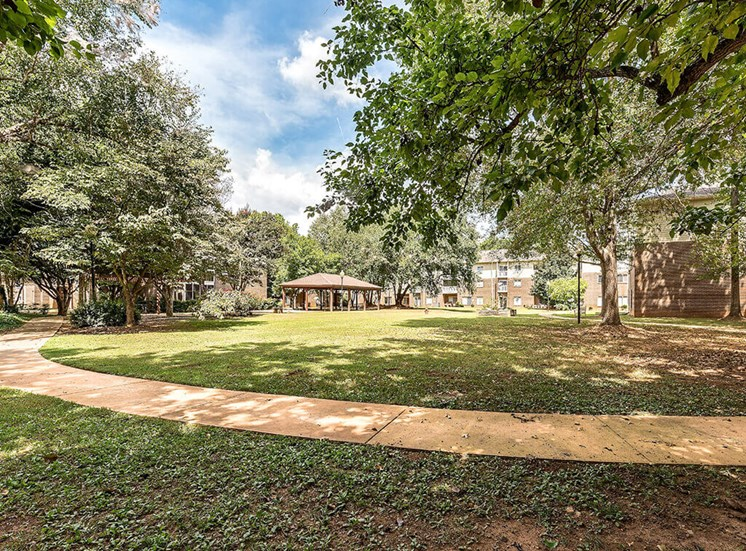 Beautifully Landscaped Grounds at Pacifica Senior Living Skylyn, Spartanburg, 29307