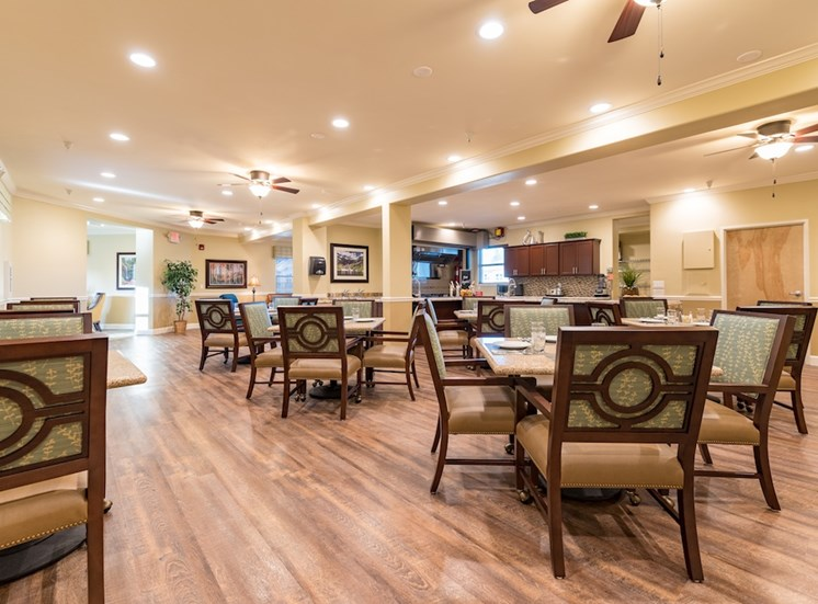 Eat Meals with Friends at Pacifica Senior Living Vancouver, Washington, 98684