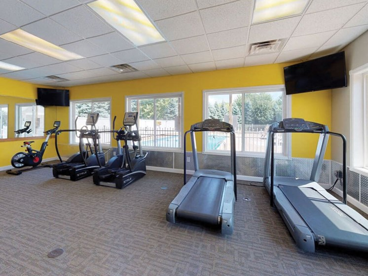 treadmills and cardio machine at Bloomfield Townhomes