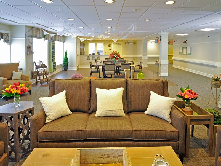 The Handkercheif Room at Rose Senior Living – Clinton Township, Clinton Township, MI