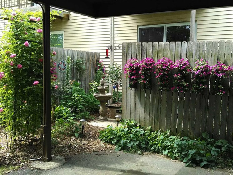 apartments in Grand Ledge MI with patios/balconies